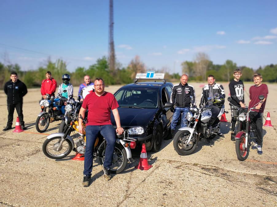 BD Autósiskola motoros E-learning KRESZ tanfolyam gyakorlás - rutinpálya Mohács - gépjármű flotta 3