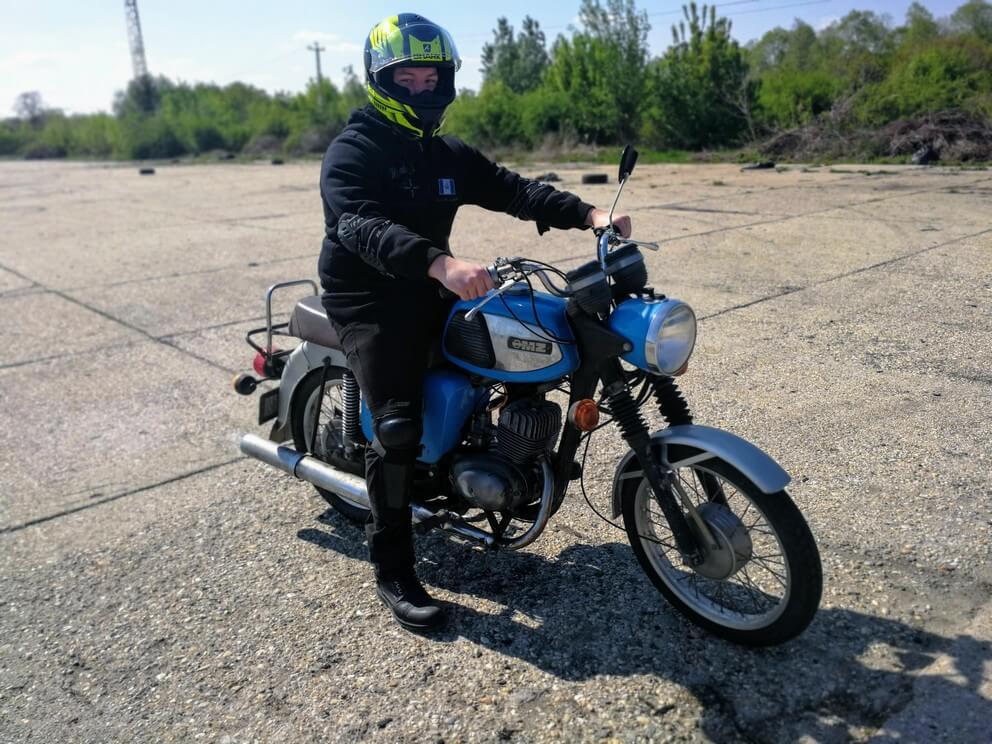 BD Autósiskola motoros E-learning KRESZ tanfolyam gyakorlás - rutinpálya Mohács - kék MZ