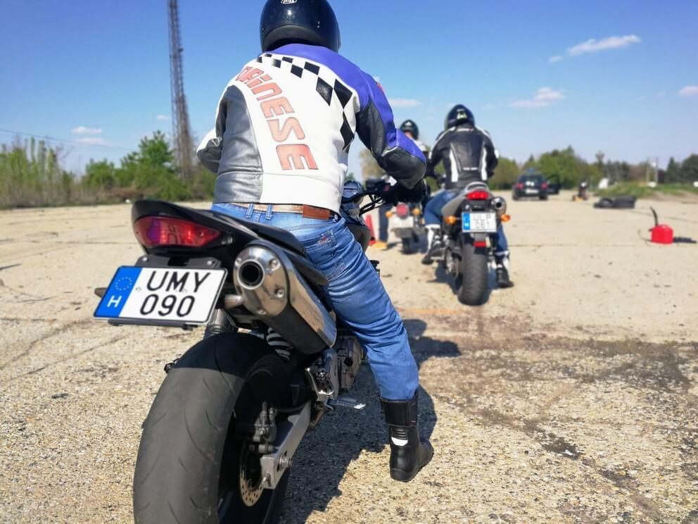 BD Autósiskola motoros E-learning KRESZ tanfolyam gyakorlás - rutinpálya Mohács - Honda motor